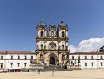 Alcobaca, Portugal - 20 de mayo de 2018: El monasterio católico situado en el centro de ciudad Imagenes de archivo