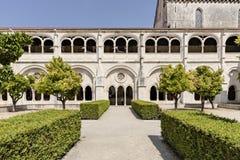 ALCOBACA, PORTUGAL - 20 de mayo de 2018: Jardines el Mosteiro de Santa Maria de Alcobaca Imagen de archivo libre de regalías