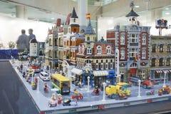 Alcobendas, HISZPANIA, Październik 19, 2018 Budynki w wystawie Lego miasto Builded dla ALE asociation kulturalnych członków LE zdjęcie stock