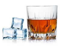 Alcohol ambarino imagenes de archivo
