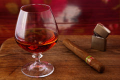 Alcohol and cigar on a wooden table Royalty Free Stock Photos
