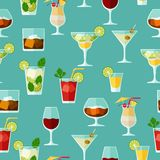 Alcohol drinks and cocktails seamless pattern in Royalty Free Stock Images