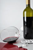 Alcohol en pillen royalty-vrije stock foto