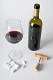 Alcohol en pillen stock fotografie