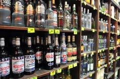 Alcohol - venta del acto del licor foto de archivo libre de regalías