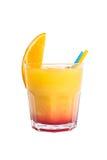 Alcoholische cocktail met sinaasappel op witte achtergrond Stock Foto's