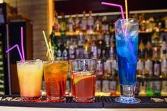 Alcoholische cocktails met ijsstro Royalty-vrije Stock Afbeelding
