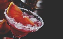 Alcoholische cocktailwindhond, met wodka, likeur, grapefruit ju stock foto's