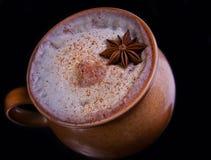 Alcoholische de winter verwarmende cocktail met kaneel Stock Afbeelding