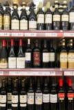 Alcoholische dranken in supermarkt royalty-vrije stock afbeelding