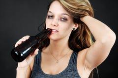 Alcoholische jonge moman Royalty-vrije Stock Foto