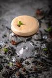 Alcoholische of niet-alkoholische koffiecocktail met likeur, whisky, room stock fotografie