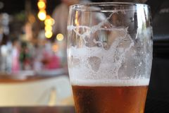 Alcoholisme een meer en meer frequent probleem royalty-vrije stock afbeeldingen