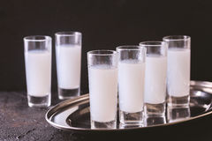 Alcool arabe Raki avec les anis et la glace Arak, ouzo image libre de droits