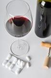 Alcool e pillole Immagini Stock