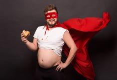 Alcool potable d'anti homme superbe de héros Photo stock