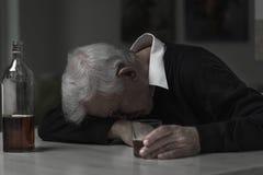 Alcoolizzato dell'uomo anziano Fotografie Stock