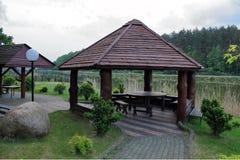 Alcova de madeira no lago fotografia de stock royalty free