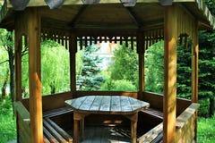 Alcova di legno nel parco Immagini Stock Libere da Diritti