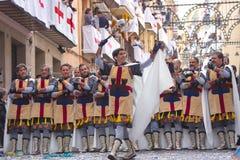 Alcoy, Espanha - 22 de abril de 2016: Homens vestidos como a legião cristã m Fotos de Stock Royalty Free