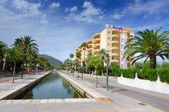 Alcudia海滩-旅馆区域 免版税库存照片