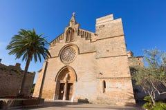 Alcudia gammal stadSant Jaume kyrka i Majorca Arkivbilder
