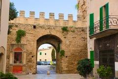 Alcudia Porta de Mallorca i gammal stad på Majorca Royaltyfria Bilder