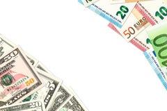 Alcune banconote dell'euro e del dollaro americano che indicano gli scambi commerciali fotografia stock