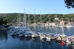 Alcune barche nel Ithaca, Grecia immagine stock
