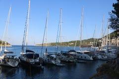 Alcune barche nel Ithaca, Grecia immagine stock libera da diritti