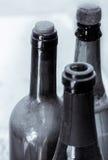 Alcune molto vecchie bottiglie di vino immagini stock