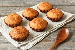 Alcuni muffin nel piatto di cottura Fotografie Stock Libere da Diritti