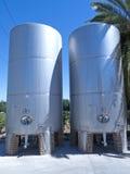 Alcuni wine tini di fermentazione metallici Immagine Stock