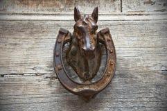 Aldaba de la cabeza de caballo. Fotografía de archivo libre de regalías