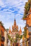 Aldama-Straße Parroquia-Kirche San Miguel de Allende Mexiko Stockbilder