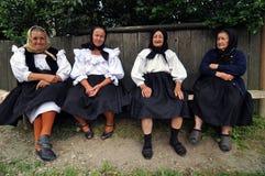 Aldeões da mulher na roupa tradicional Fotografia de Stock