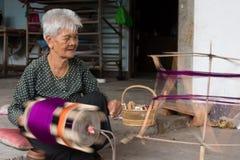 Aldeões de NOK de Sanuan da proibição, província de Buriram Tailândia - abril imagens de stock royalty free