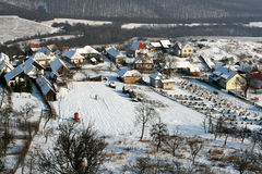 Aldea alpestre en invierno fotos de archivo libres de regalías