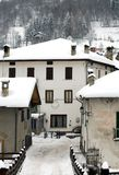 Aldea alpestre, Italia foto de archivo