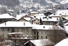 Aldea alpestre, Italia fotos de archivo