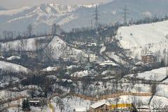 Aldea bajo nieve Foto de archivo libre de regalías