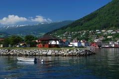 Aldea cerca de Sognefjord Foto de archivo