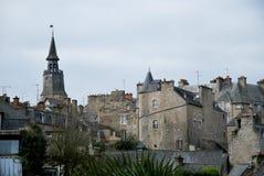 Aldea de Dinan en Francia Imagenes de archivo