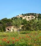 Aldea de la cumbre de Provence Imagen de archivo