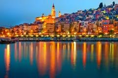 Aldea de Menton Provence en la noche Imagen de archivo libre de regalías