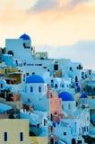 Aldea de Oia en la isla de Santorini, Grecia Foto de archivo libre de regalías