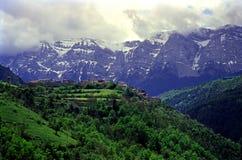 Aldea de Pyrenees imagen de archivo libre de regalías