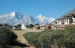 Aldea de Tyangboche en el Himalaya Foto de archivo libre de regalías