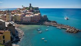 Aldea de Vernazza en Cinque Terre, Italia Fotografía de archivo