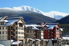 Aldea del esquí fotografía de archivo libre de regalías